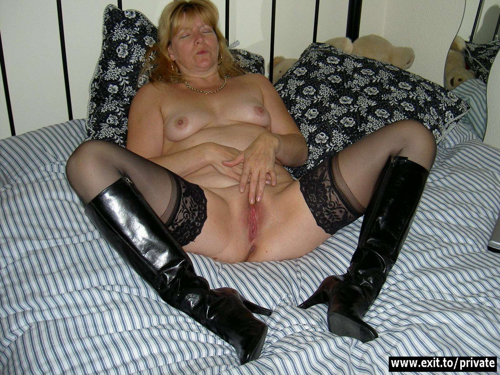 Увидел как мастурбирует тетя 21 фотография