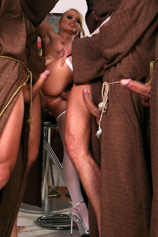 Порно с монашками галерея