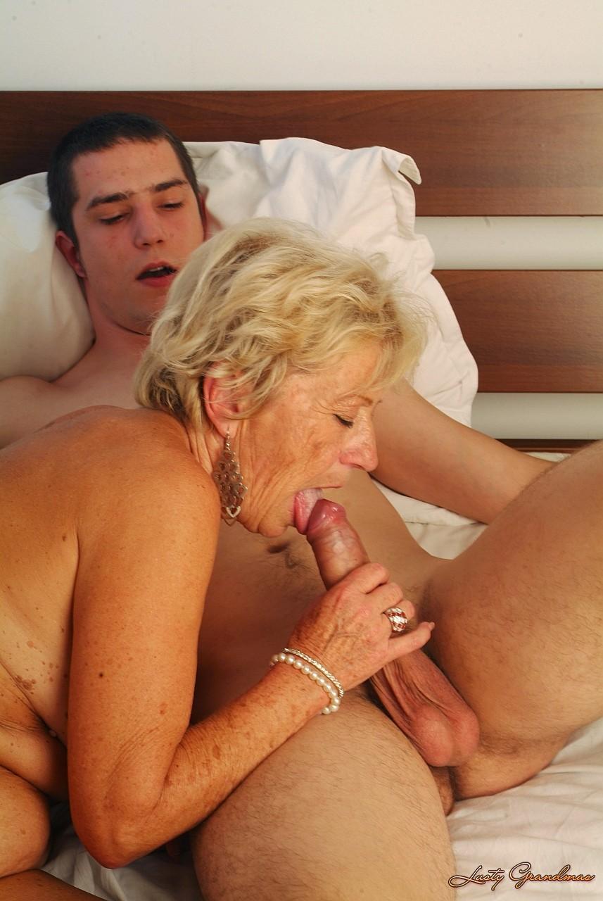 Секс старая старуха ебет внука 20 фотография