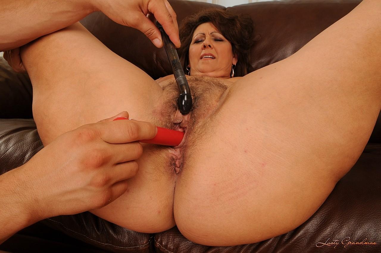 mama-masturbiruet-pizdu