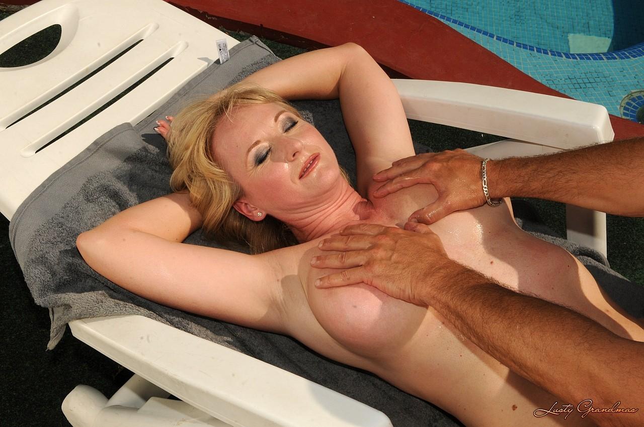 У бассейна секс 12 фотография