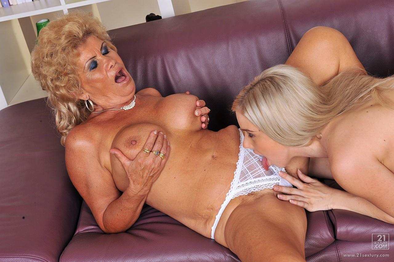 Секс с двумя красивыми бабушками 17 фотография
