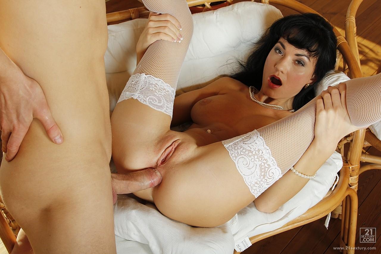 Порно в белых чулках молодые фото 181-731