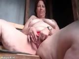 Dirty mature slut gets horny finger part1