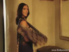 brunette-bolly-dancer-from-desi