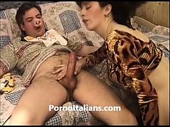 porbo-italiano-scopa-donna-matura-esperta-in-pompini