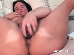 nasty-mature-toys-her-hungry-pussy