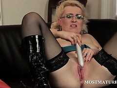 mature-in-glasses-vibrating-her-big-snatch