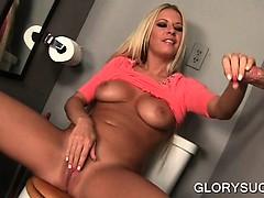 temptress-sucks-penis-while-she-masturbates-cunt-in