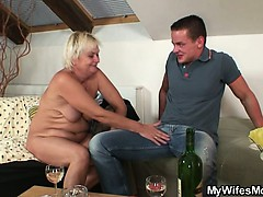 she-drills-her-bf-s-old-mom-pussy