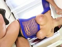 busty-masseuse-lilyth-lavey-massage-cock-until-it-cums