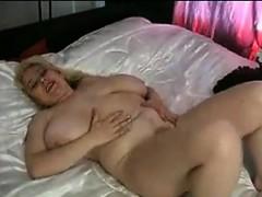 mature-bbw-masturbating