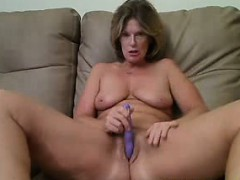 me-51-years-old-playing-with-my-wet-pussy