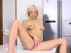 horny-nataly-cherie-loves-sucking-glass-cock