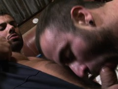 muscular-hunk-alex-marte-mouth-is-full