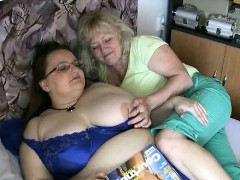two-old-woman-plays-each-other-rubbing-part2