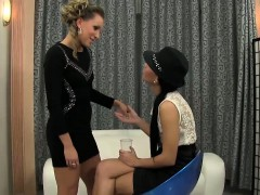 Lesbos finger and piss