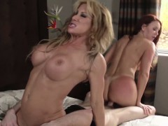 tanlined-stepmom-queeing-in-threeway