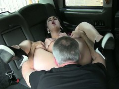 amateur-chick-nailed-by-pervert-driver-for-a-free-cab-fare