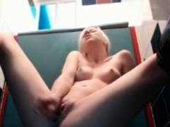 cutie-gets-solo-orgasm-in-the-bathrom