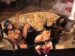 black-bitches-in-an-interracial-lesbian-3some