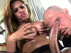 tranny-babe-bianca-gets-her-cock-sucked
