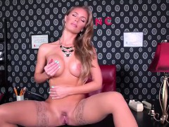 Sexy pornstar Nicole Aniston is a super hot blond bombshell