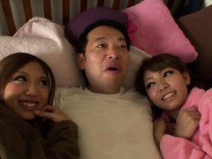 asians-guzzle-in-threeway