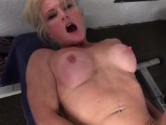 mature-mandyxxx-masturbates