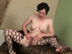 mom-gives-her-hairy-pussy-a-treat