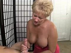 she-finds-a-naked-guy-in-her-livingroom