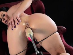 kendra-lust-offers-up-her-perfect-booty-for-the-fucking