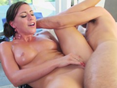 Rilynn Rae squirts when fucked by masseur