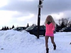 sexy-blonde-takes-a-walk-and-a-piss-in-snow