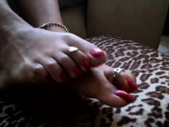 mature-latina-shows-her-feet-and-toes