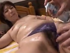 japanese-babe-massaged-and-fingered