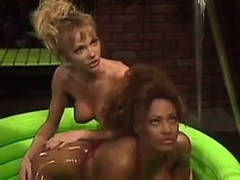 lesbians-get-lubed-up-in-a-small-pool