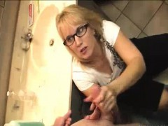 step-mom-who-keeps-sneaking-on-step-son-to-get-his-cumshot