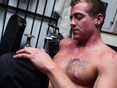 sexy-guy-gets-dick-sucked