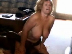 cuckold-wife-sits-on-a-black-guy-s-face