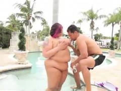 fat-bimbo-washes-her-big-boobs