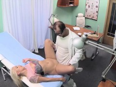 blonde-babe-cheats-her-bf-with-horny-doctor