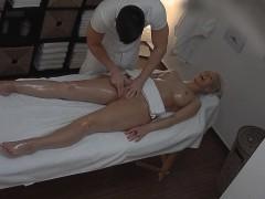 blonde-tattoed-girl-fucked-during-massage