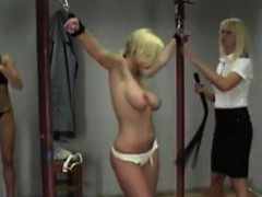 naked-blonde-got-into-the-real-spanking
