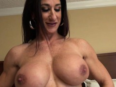 female-bodybuilder-strips-and-masturbates-her-big-clit
