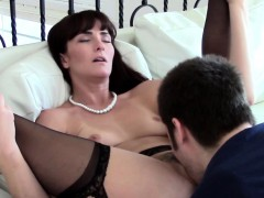 mature-realtor-pussylicked-and-fucked