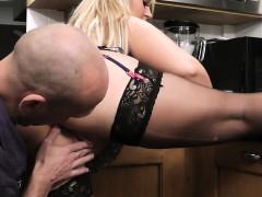 Жена смотрит порнуху с мужем