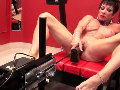 muscle-woman-with-big-clit-dildoing-her-cunt