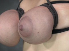 breastbound-sub-restrained-on-fuck-machine