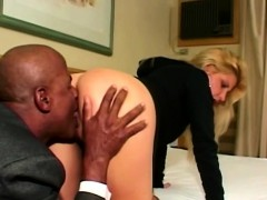 big-butt-blondie-gets-ass-licked-by-horny-black-thug